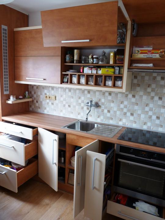 Kuchyňské linky....realizace - Veškeré kování je zn.GRASS.....vysoce kvalitní Holandské kování