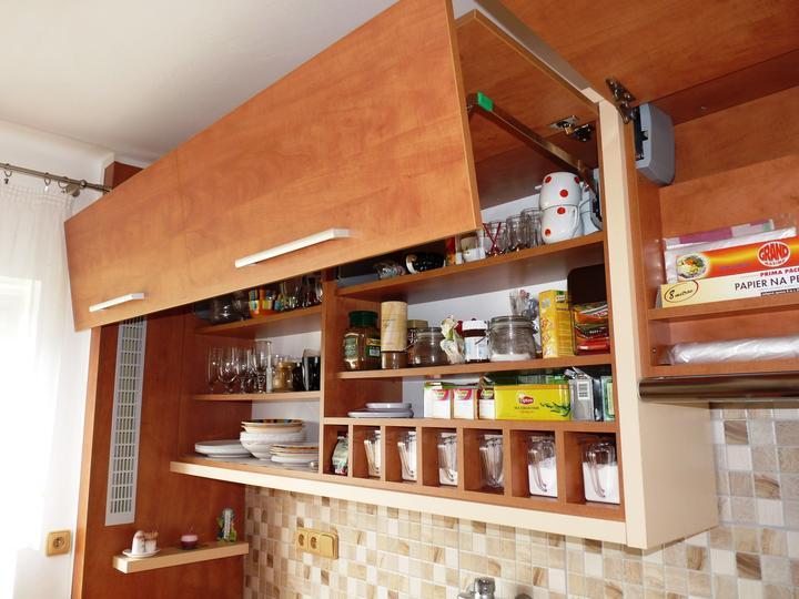 Kuchyňské linky....realizace - Tzv.lámací kování ....při dověru plynule zavřou dvířka