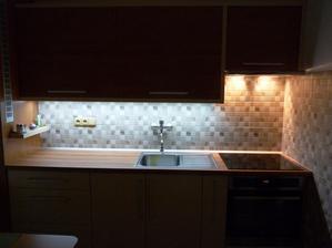 Tady lze vidět,jak dokonale dokáže moderní LED osvětlení prosvítit celou pracovní plochu