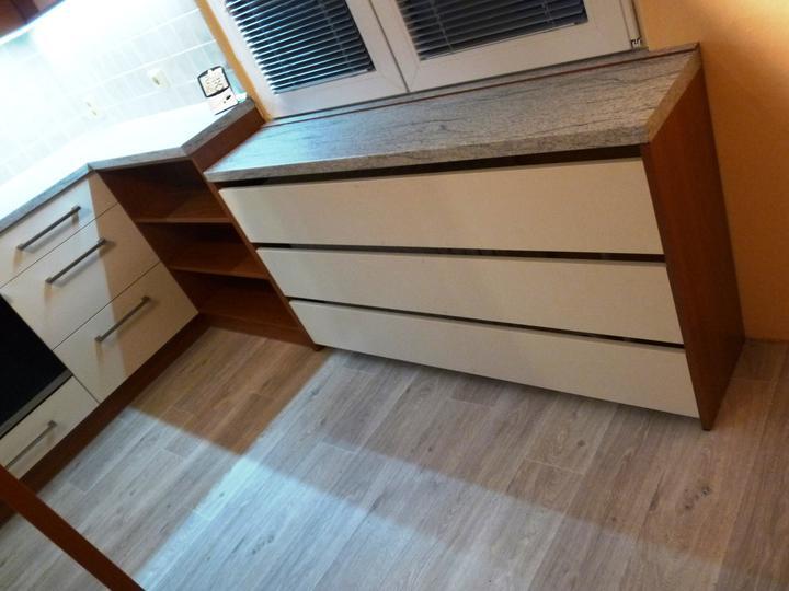 Kuchyňské linky....realizace - Zakrytí starého radiátoru.