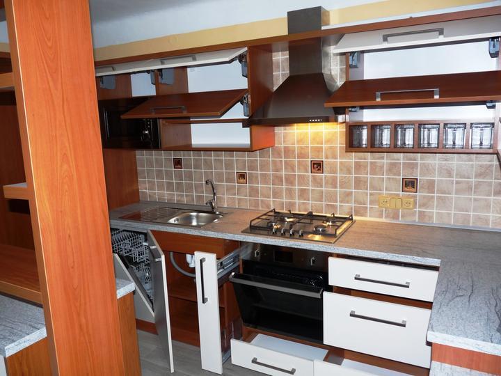 Kuchyňské linky....realizace - Variabilita úložných prostor linky.