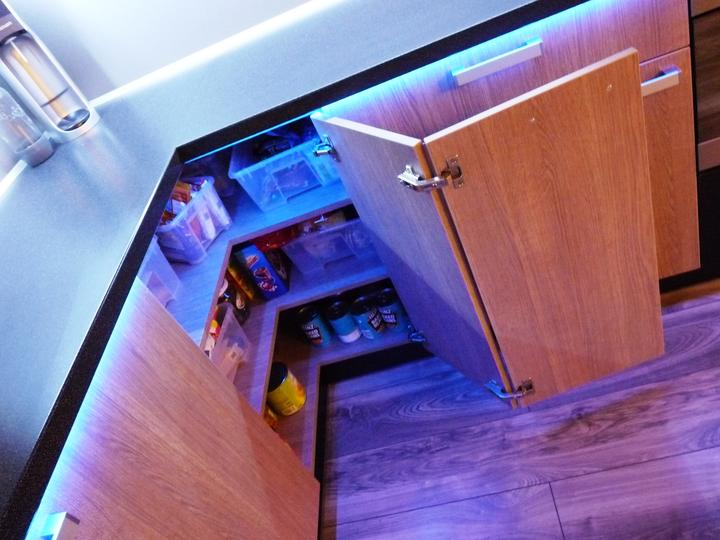 Kuchyňské linky....realizace - jedna z variant využití rohové skřínky
