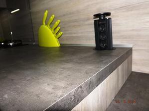 Výsuvná zásuvka šetří místo a dodává čistotu ploch za linkou