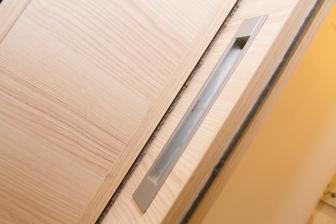 Kartáče v místech posuvu zásuvných dveří,zajišťují ochranu před pronikáním prachu a zároveň mají tlumící účinek.