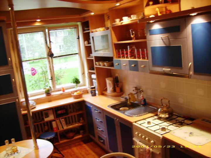 Kuchyňské linky....realizace - barevná kombinace s rampou