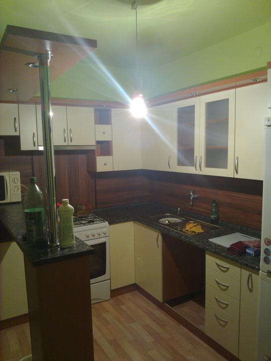 Kuchyňské linky....realizace - řešení baru ve stísněných prostorech