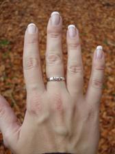 Zásnubní prstýnek.