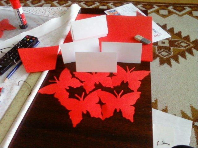 Evka a Janko - Výroba menoviek a motýlikov na krabice na koláče