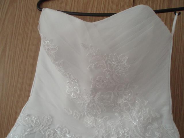 Luxusne, snehovobiele svadobne šaty - Obrázok č. 3