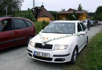Mé autíčko - obyčejně nazdobené, ale je krásné!