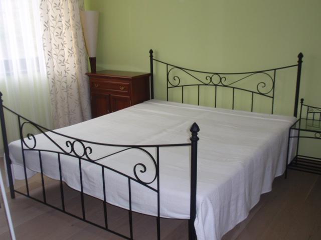 kovová posteľ - Obrázok č. 1