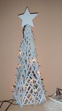Vánoční ozdoba z klacíků.