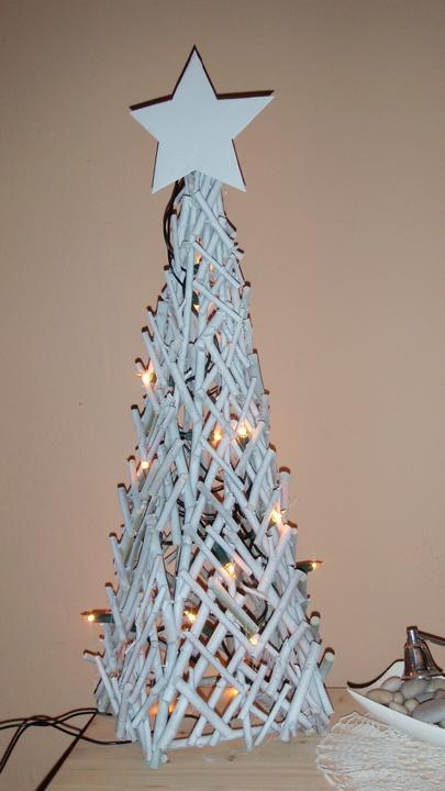Moje vlatní práce a renovace. - Vánoční ozdoba z klacíků.