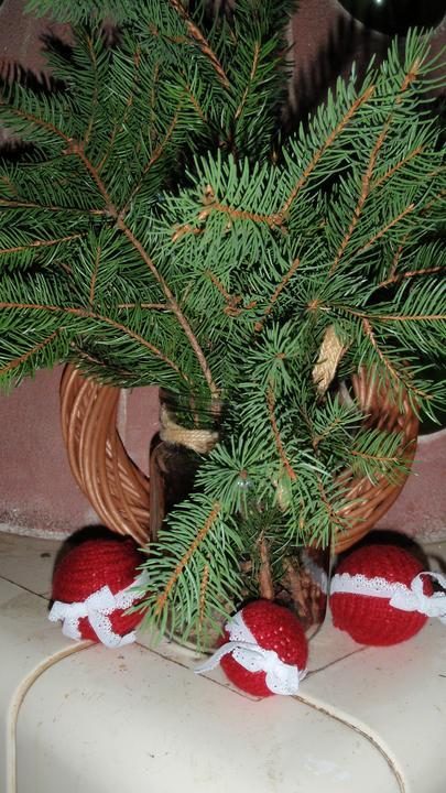Moje vlatní práce a renovace. - Vánoční ozdoby,jak jinak než ze svetru :O)