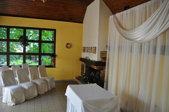 Svatební hostina  v Hotelu Svornost - obřad salonek hotelu