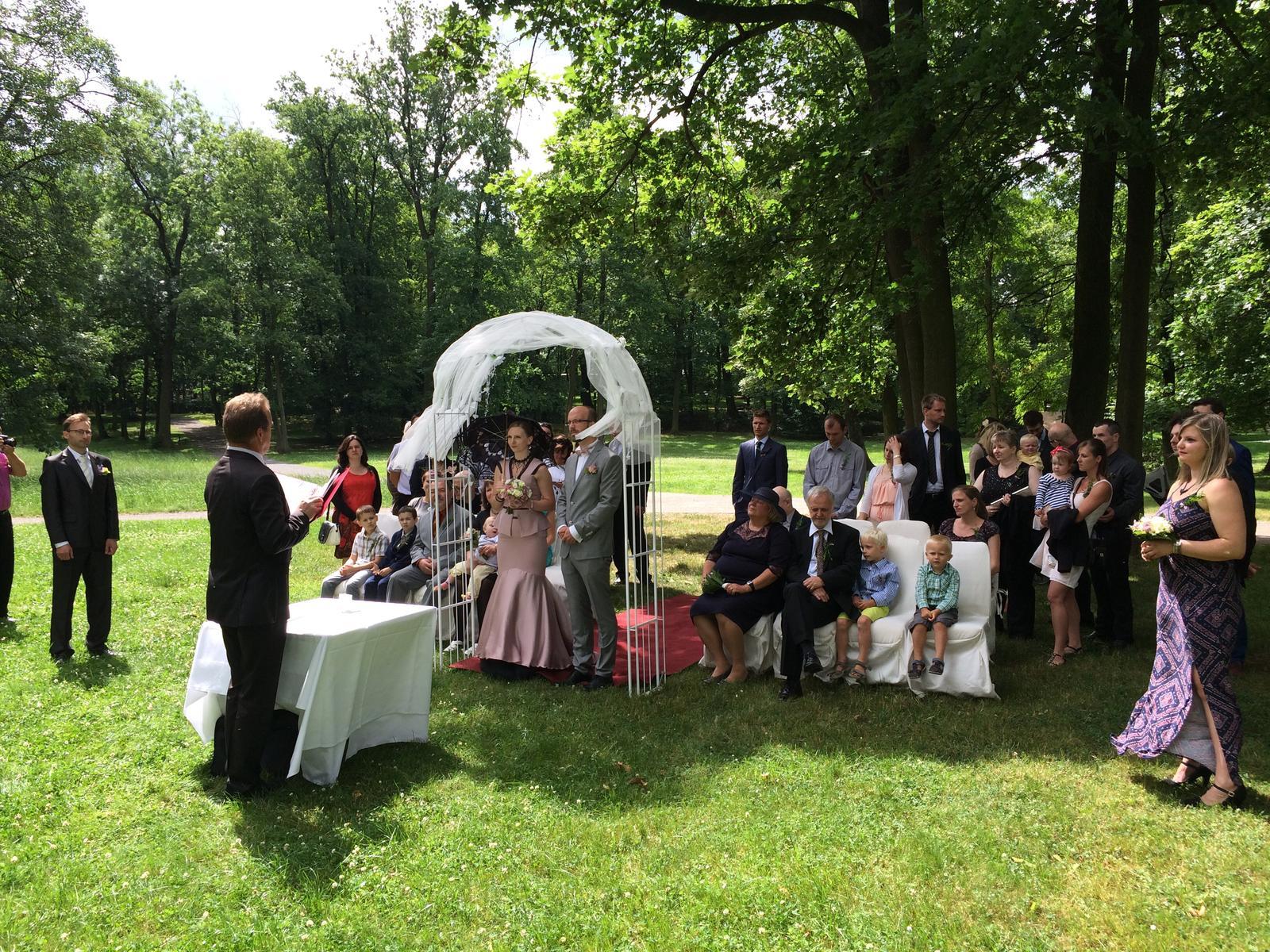Svatební obřady v zámeckém parku Praha Dolní Počernice - Obrázek č. 1