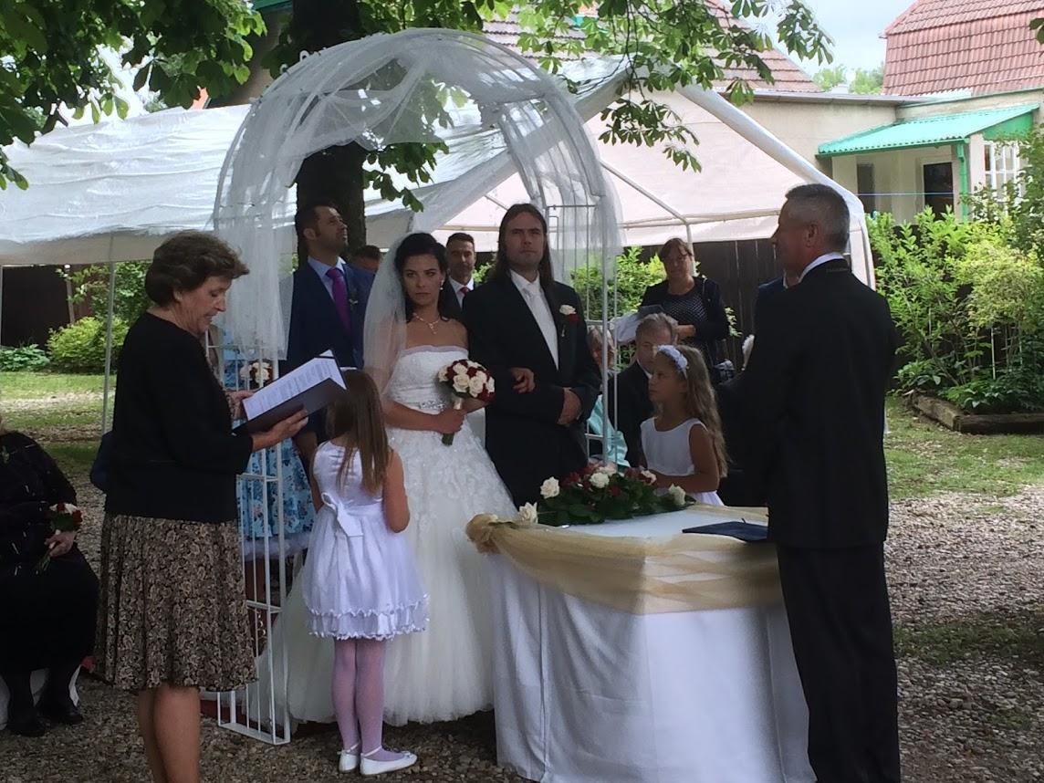 Svatby 2017 - obřad zahrada hotelu Svornost