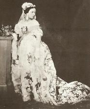 Údajně první bílé svatební šaty
