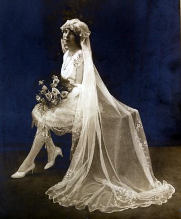 Co mne zaujalo ♥ - První krátké svatební šaty