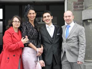 S našimi přáteli...na jejích svatbě jsme se seznámili