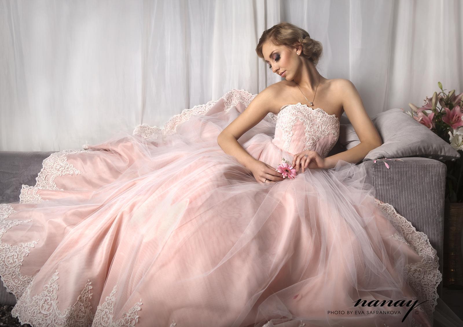 54c42603d73 Růžové nebo růžovo bílé svatební šaty - - Svatebn...