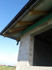 01.11. - Hotovy krov, pripraveny na kladenie skridiel