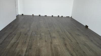 07.04. Prva miestnost s hotovou podlahou