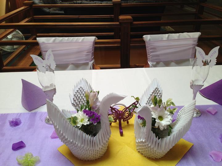 Katka{{_AND_}}Peto - svadobne labutky na hlavnom stole :-)
