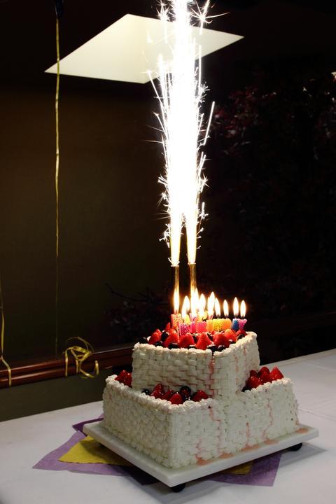 Katka{{_AND_}}Peto - Petova narodeninova torta:-)))