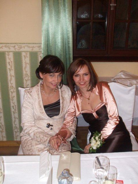 Detaily našej svadby - kvetinové náramky pre svedkyňu a družičky