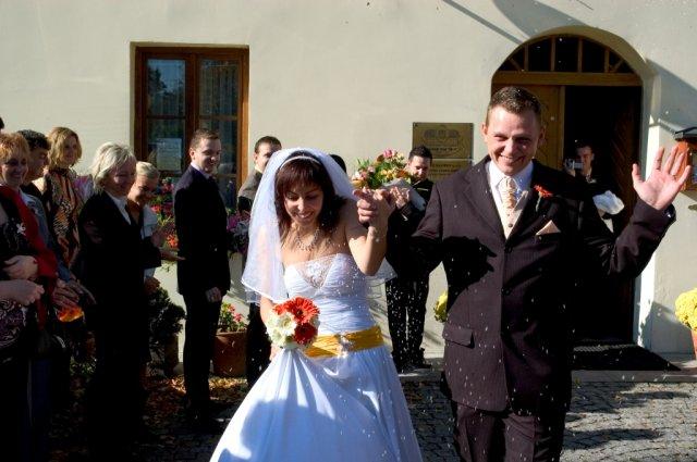 Veronika{{_AND_}}Tomáš Bělešovi - hurá do manželství .....PS: rýži jsem měla všude :-))))