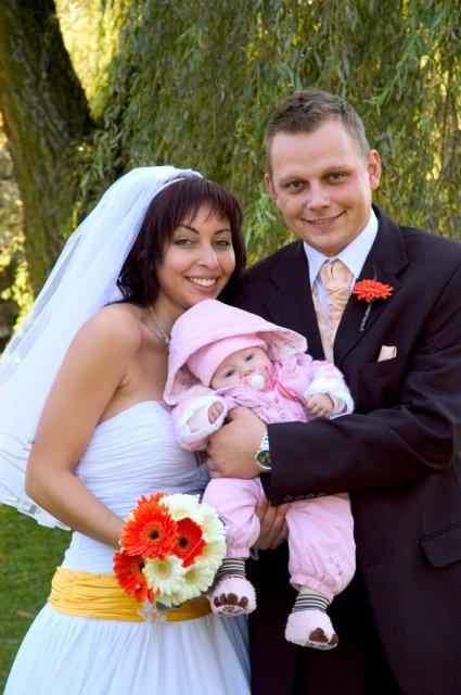 Veronika{{_AND_}}Tomáš Bělešovi - s Elenkou...nejmladší účastník svatby - zlatíčko od Lukáše a Lidušky