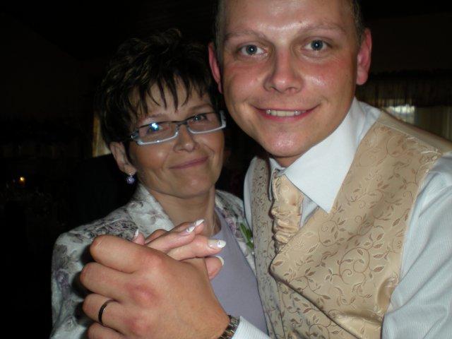 Veronika{{_AND_}}Tomáš Bělešovi - manžel s maminkou ...