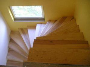 obložené betonové schodiště
