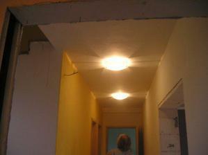 nová světla na chodbě