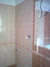 Horní koupelna, škoda původně měla být jako spodní, jen v zelené....