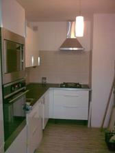 Kuchyň, stejný pohled po