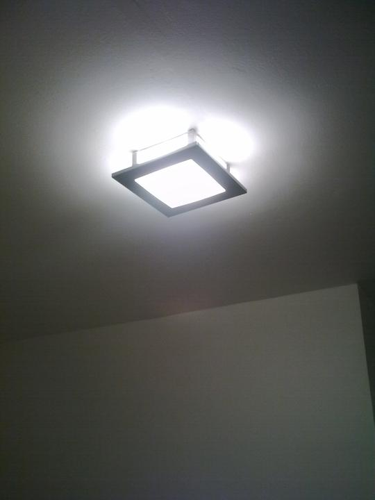 Řepy - Světla v chodbě. Láska na 1. pohled navzdory tomu, že do paneláku nic drahýho dávat nebudem....