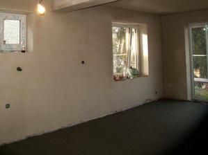 """ˇPohled """"ze spíže"""" na kuchyň, jídelnu, pokoj a krásná nová podlaha."""