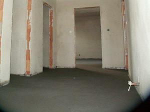 Chodba v patře a dveře do dvou ložnic, wc, tech místnosti a koupelny