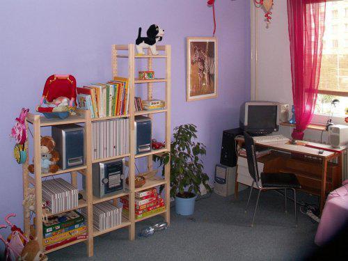 Byt - Dětský pokoj přítelovy slečny. Zadání co nejlevněji s max využitím původního nábytku. Už je to dva roky zpátky, ale teď jsem ty fotky našla:-)
