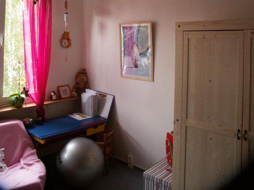 Byt - Měli jsme na to víkend a není prča k modrému koberci (najemní byt) pořídit ryze dívčí barvy.