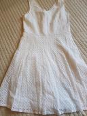Vyšívané šaty, M