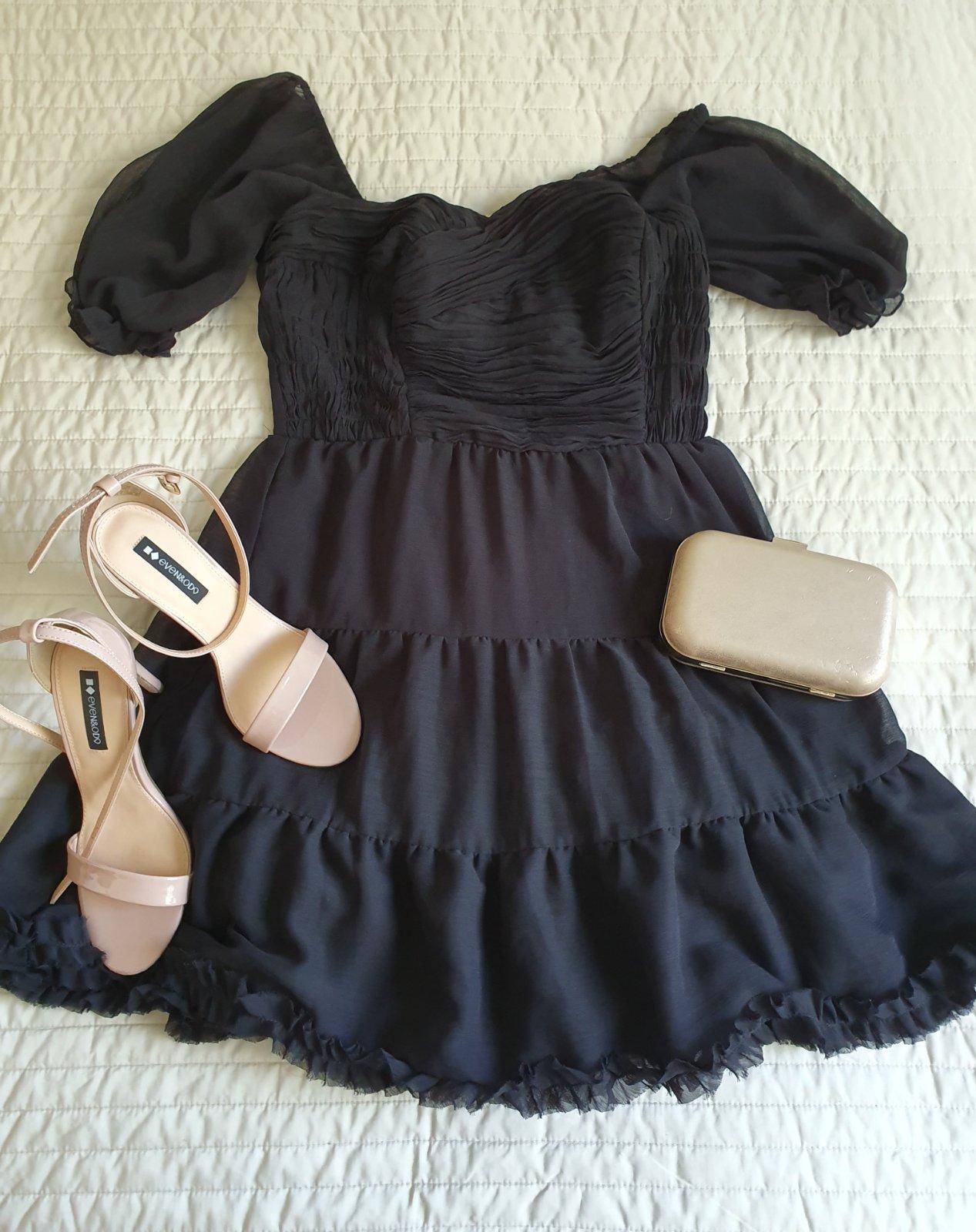 čierne bohaté šaty - Obrázok č. 1