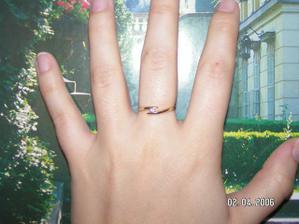Zásnubní prstýnek,který jsem dostala v den našeho pátého výročí.