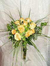 Některé kytky zde mám kvůli barvě růží...
