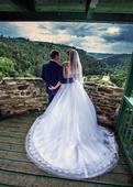 Svatební šaty na vysokou nevěstu, 40