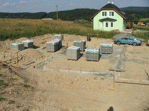 a konečně zalito betonem