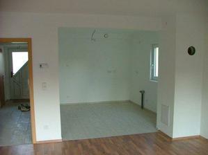 Kuchyňa a chodba - pohľad z obývačky