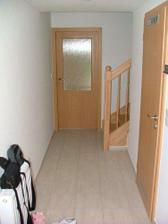 Chodba - vpravo dvere do technickej miestnosti - rovno do obývačky